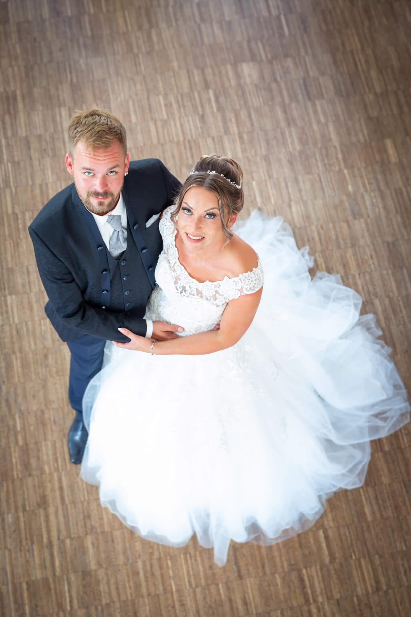 Hochzeitspaar Julia und Nick kurz nach der Hochzeit im Endorphin Eventkontor