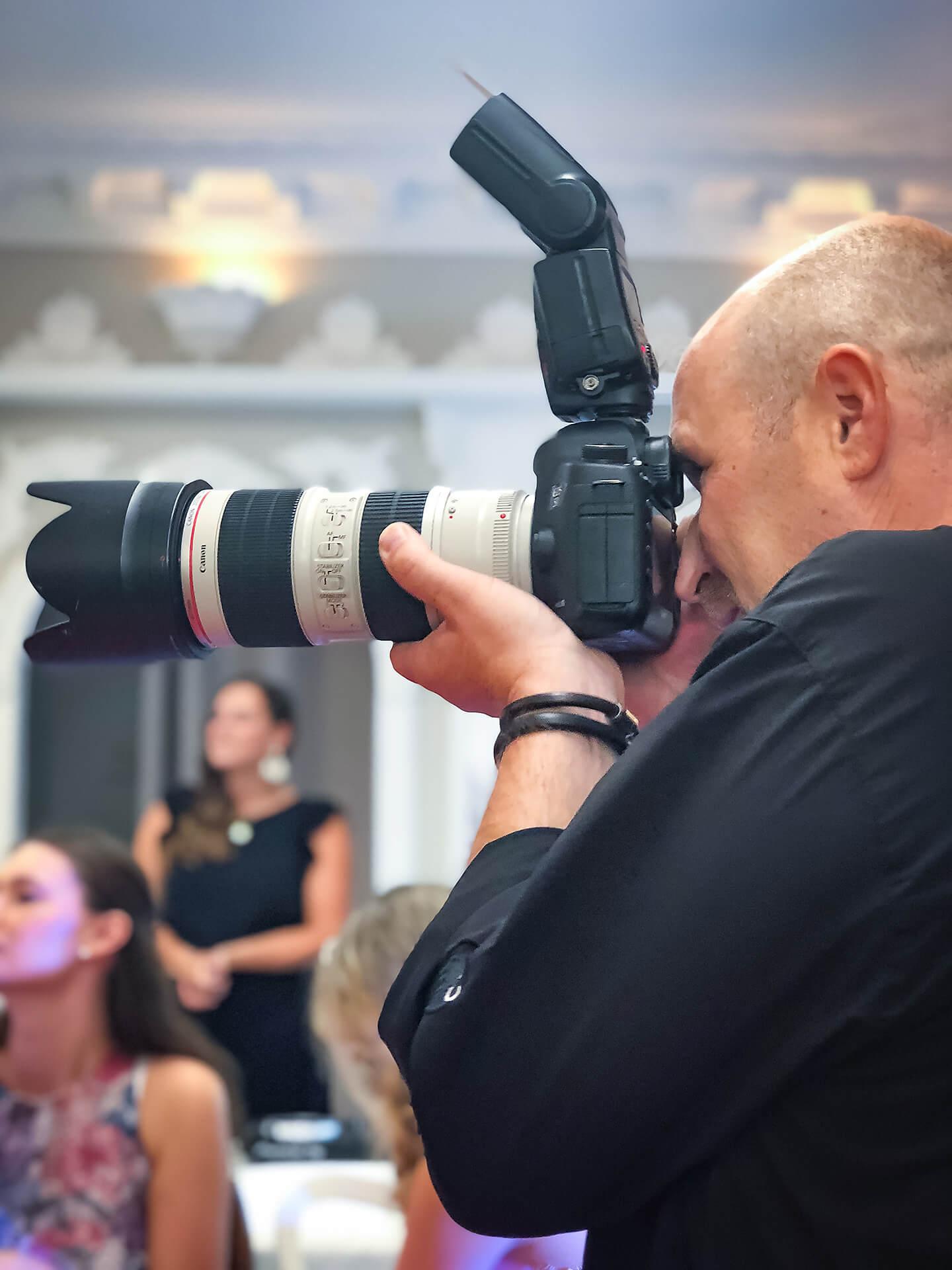 Eventfotograf Florian Laeufer auf der Pronovias Brautmodenschau bei Laue Festgarderobe