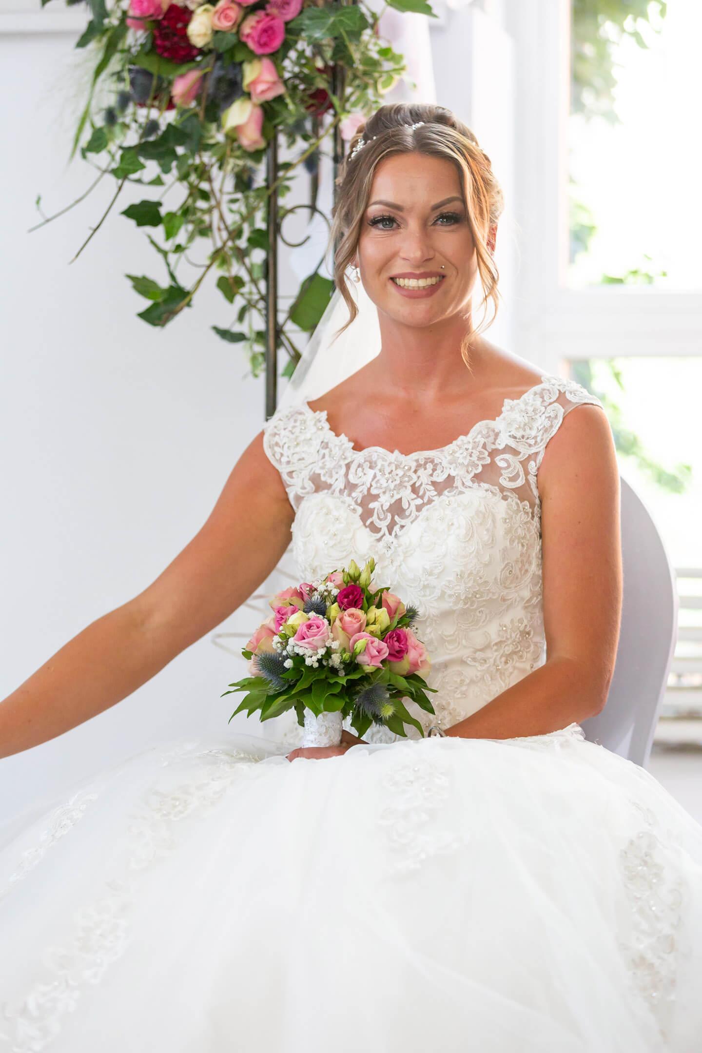 Braut Julia während der freien Trauung in Hamburg-Bahrenfeld