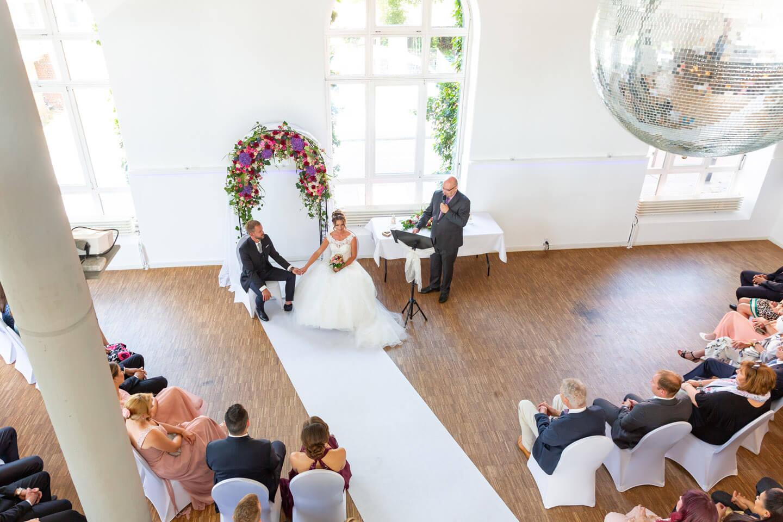 Aus der oberen Etage ließen sich ungewöhnliche Perspektiven auf dieser Hochzeit in der alten Friesenbrauerei realisieren
