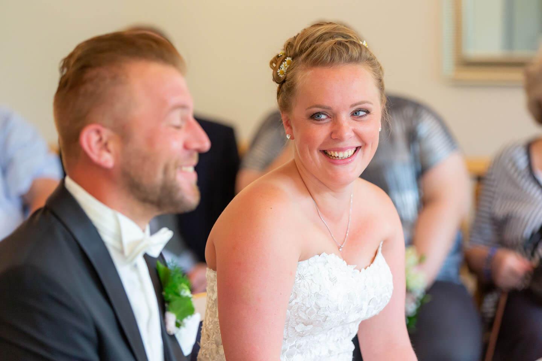 Braut bei der standesamtlichen Trauung in Bad Bramstedt