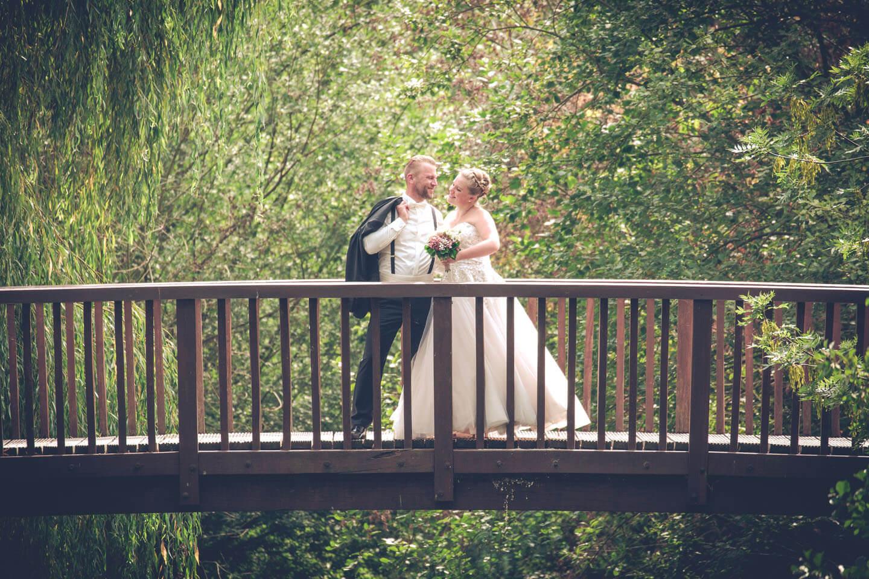 Als Hochzeitsfotograf liebt man Brücken, um tolle Hichzeitsfotos zu realisieren