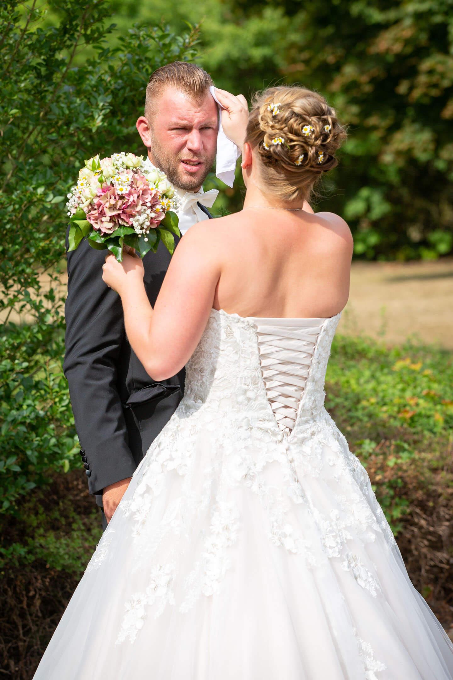 Hochzeitspaar kurz vor der standesamtlichen Trauung in Bad Bramstedt