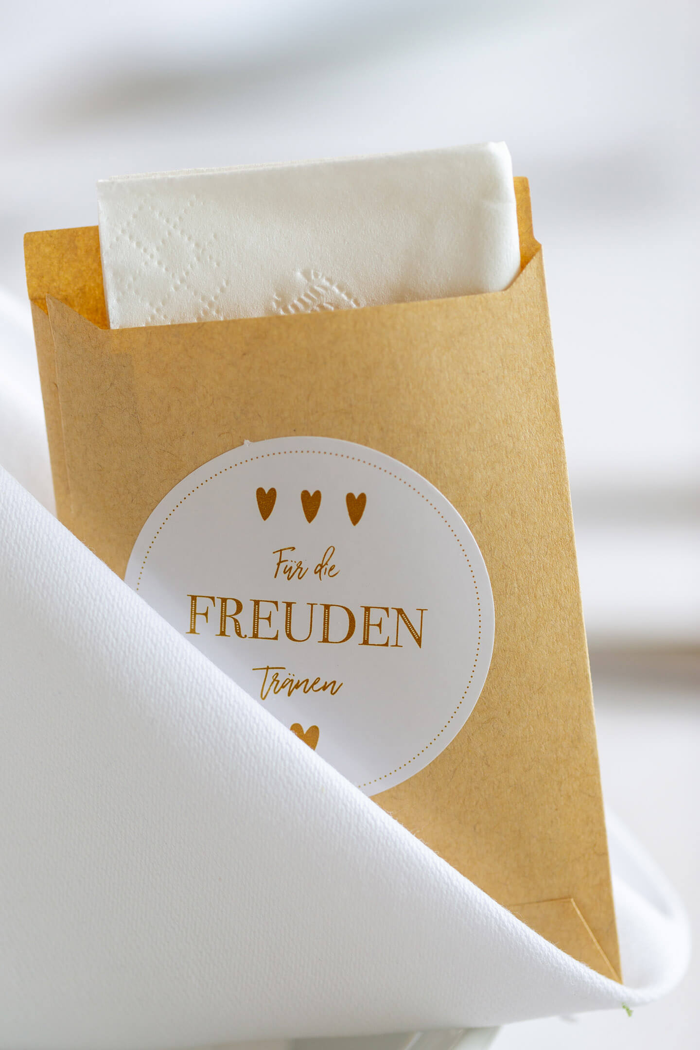 Taschentuch mit Aufdruck: Für die Freudentränen.