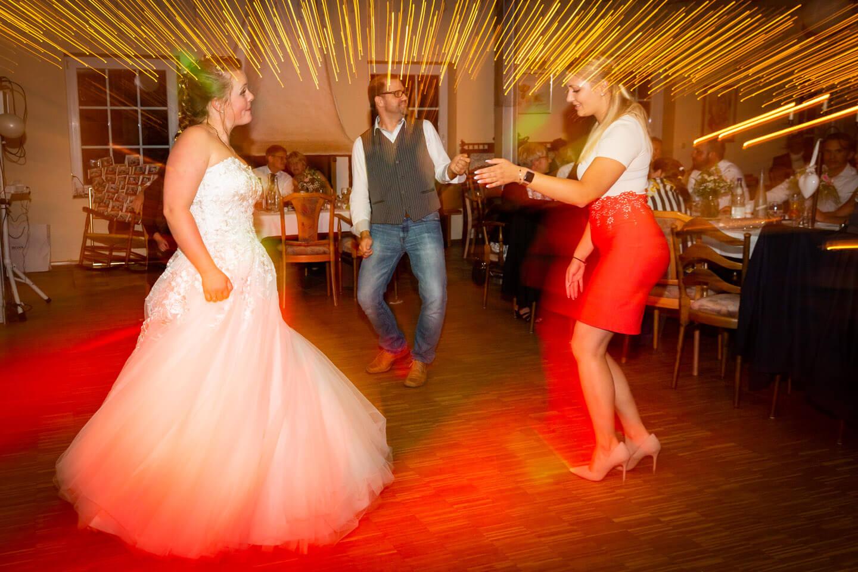 Kreative Hochzeitfotografie dank langer Belichtungszeit.