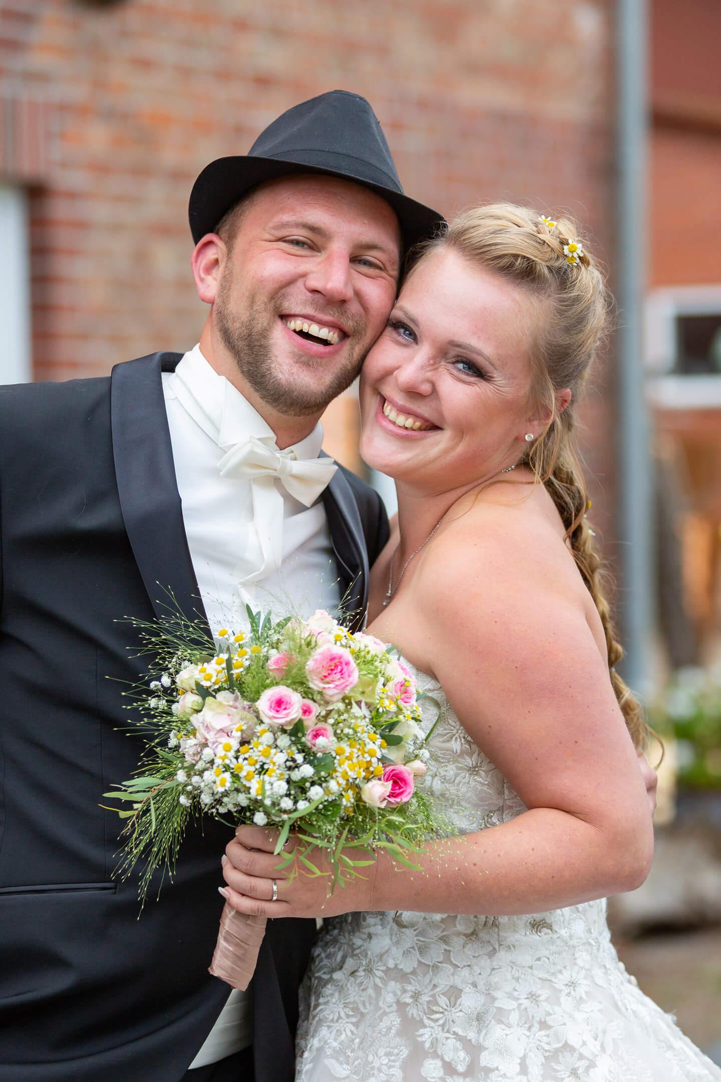 Hochzeitspaar zu Beginn der Party