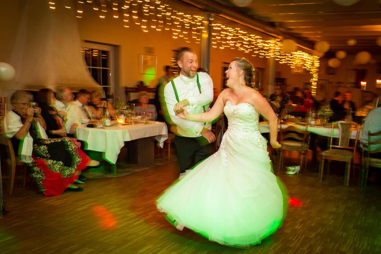 Dynamische Hochzeitsfotos während einer Ganztagsreportage.