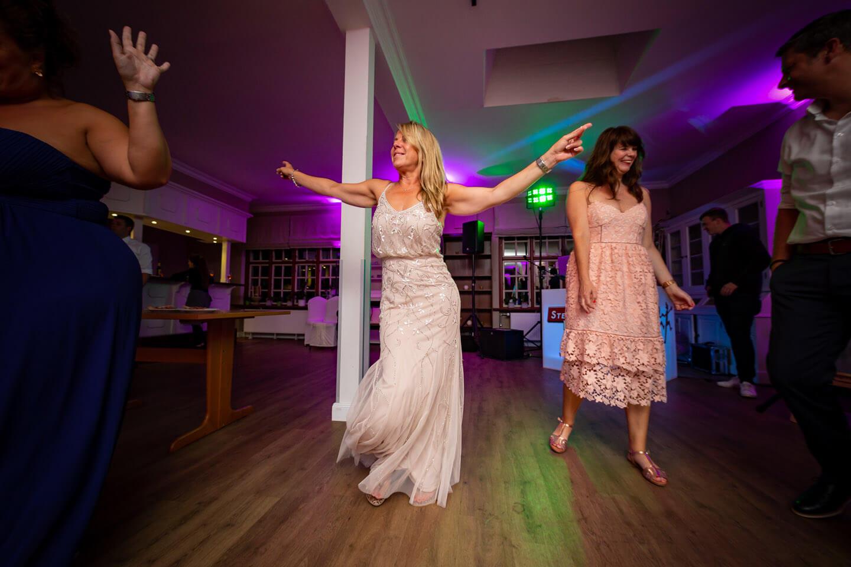 Auf der Tanzfläche bei einer Hochzeit im Immenhof