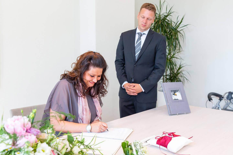 Unterschriftsleitung bei der Heiratsurkunde im Standesamt Bad Oldesloe