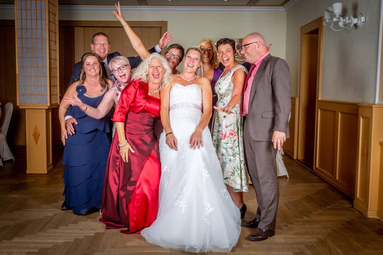 Gruppenfoto bei einer Hochzeit in Barmstedt
