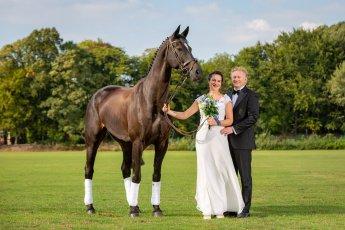 Hochzeitsbilder mit Pferd im Hamburger Polo Club