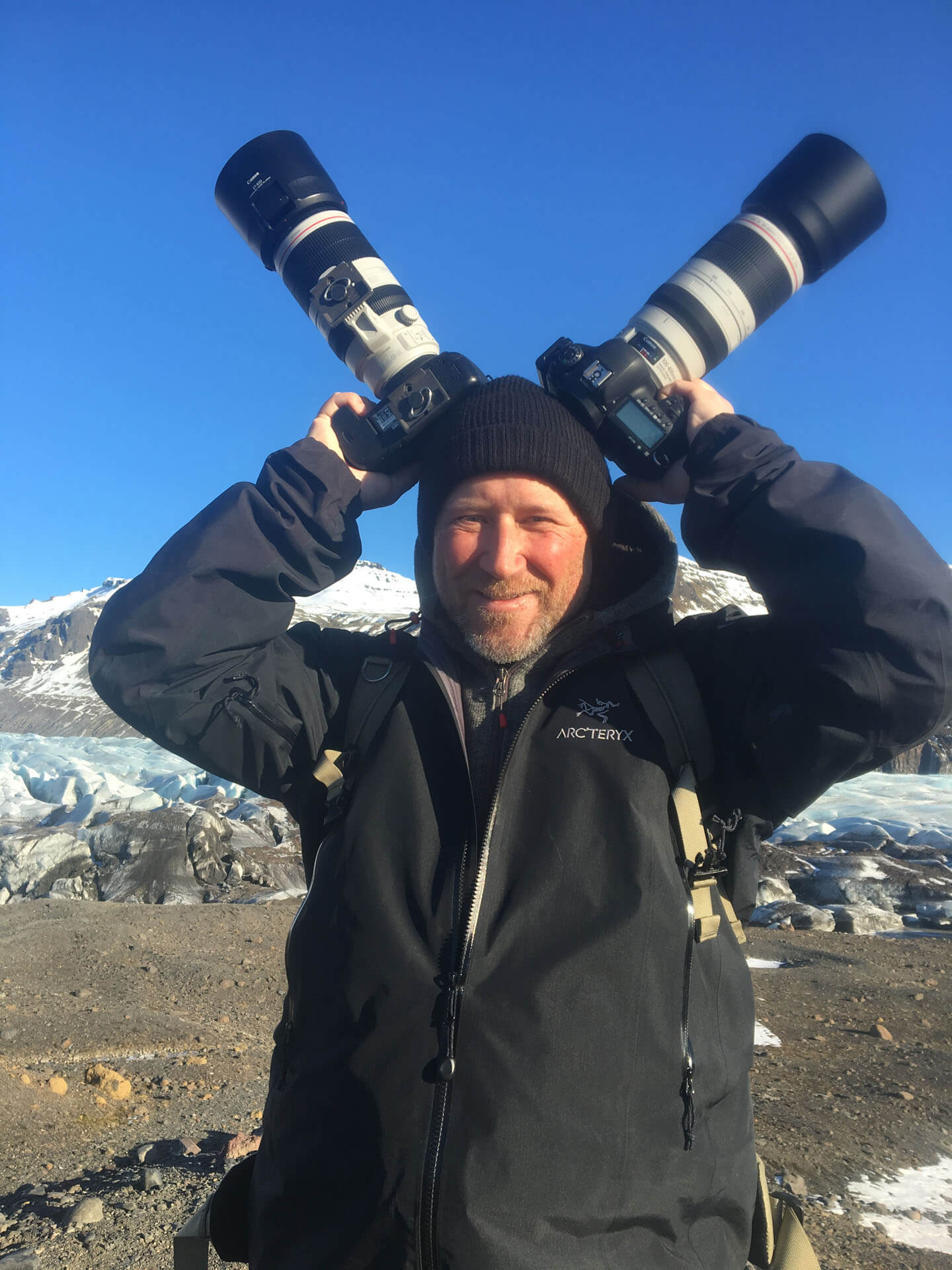 Fotograf mit zwei Canon EF 100-400 Objektiven an 5D Mark II und IV