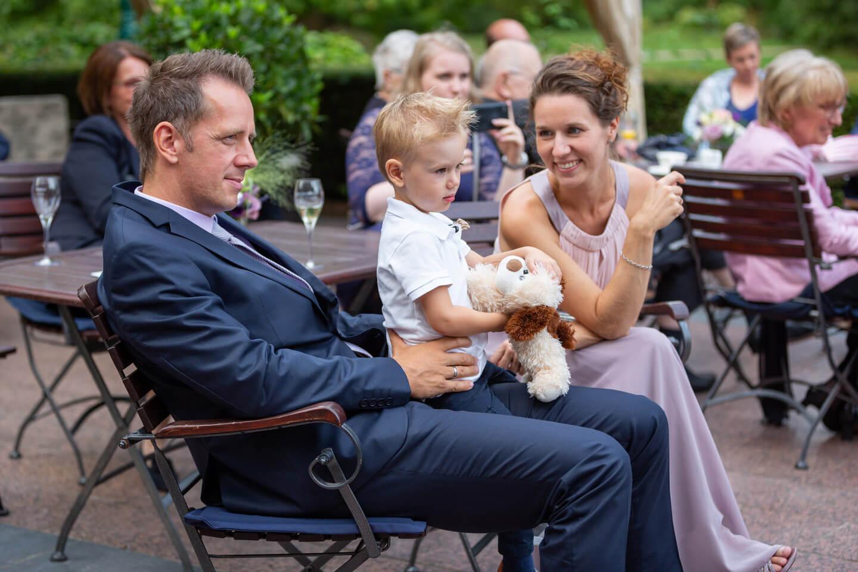 Hochzeitsgäste im Schloss Tremsbüttel