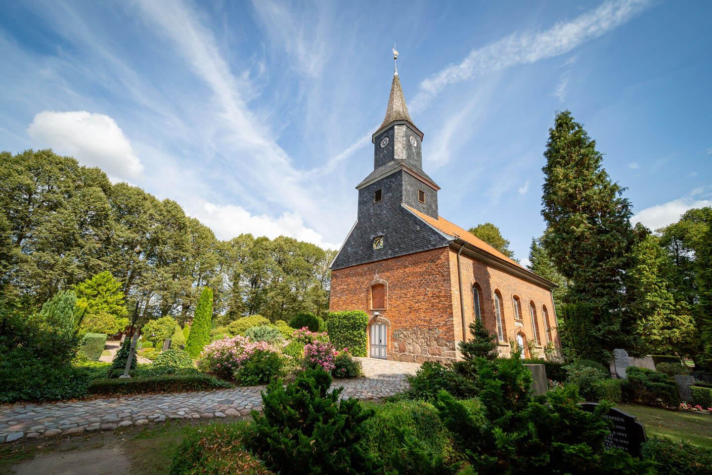 Elisabeth-Kirche in Brunstorf. Außenansicht