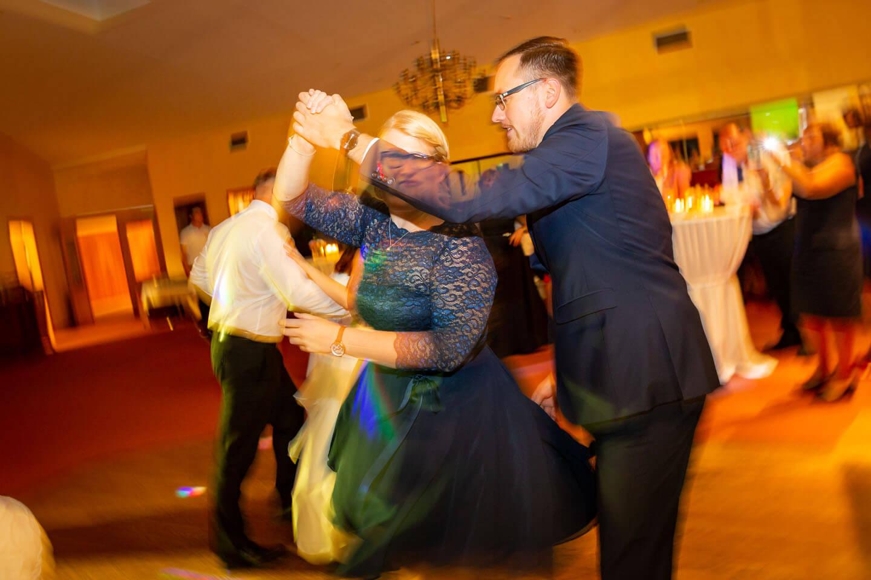 Outtake auf der tanzfläche einer Hochzeit bei Hamburg