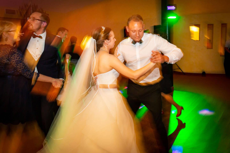 Action auf der Tanzfläche. Eingefangen von Florian Laeufer
