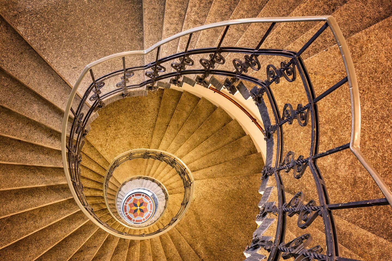 Das Treppenhaus im Dermatologikum in Hamburg