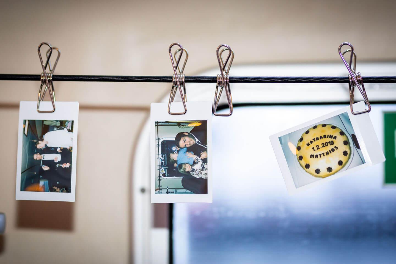Polaroidbilder einer Hochzeitsfeier