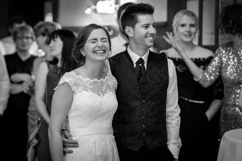 Brautpaar bei Vorführung während der Hochzeitsfeier