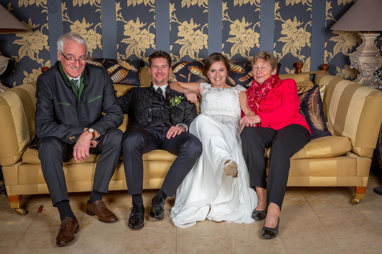 Gästefotos auf der Couch im Gut Bardenhagen