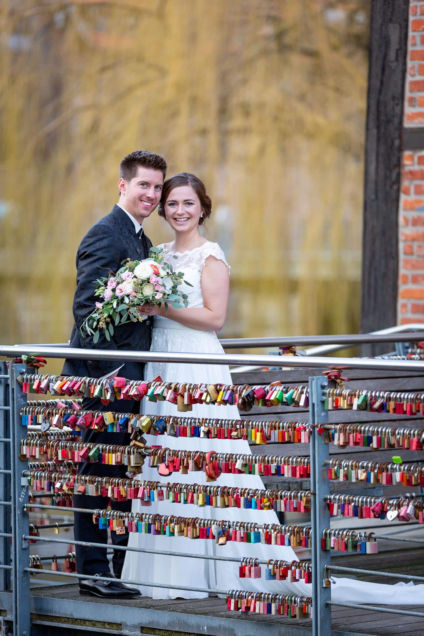 Hochzeitsfotos in der Altstadt Lüneburg. Fotografiert von Florian Läufer