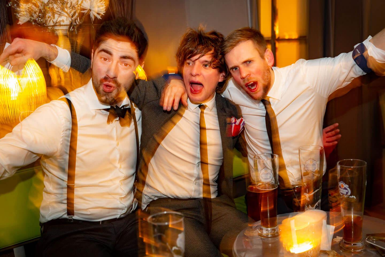 Ausgelassene Partystimmung auf Hochzeitsfeier