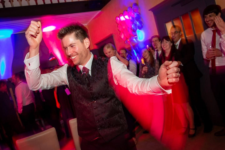 Bräutigam auf der Tanzfläche