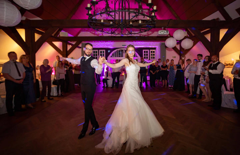 Eröffnungstanz während einer Hochzeitsreportage in Norddeutschland