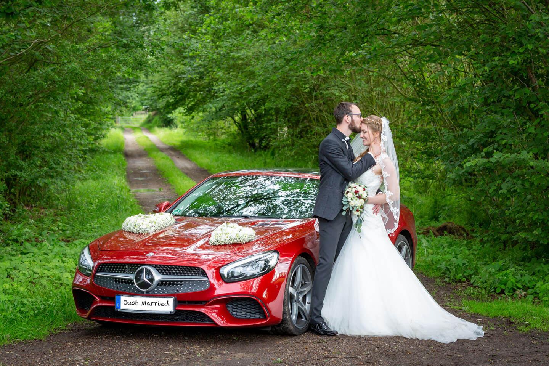 Hochzeitsfoto mit Mercedes