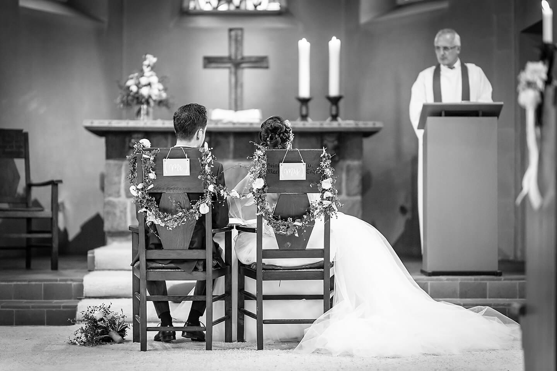 Trauung in der Kirche Nenndorf. Foto: Florian Läufer