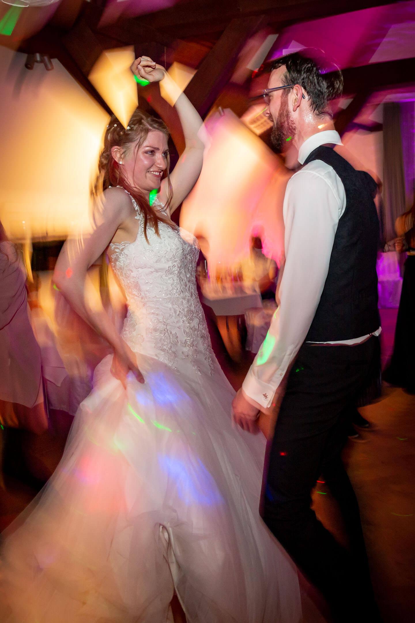 Brautpaar auf der tanzfläche. festgehalten von dem Hamburger Fotografen Florian Läufer