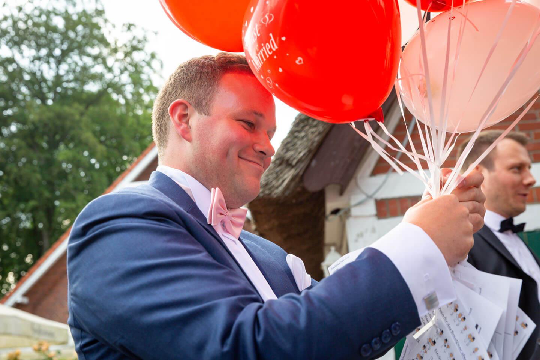 Ballons austeilen