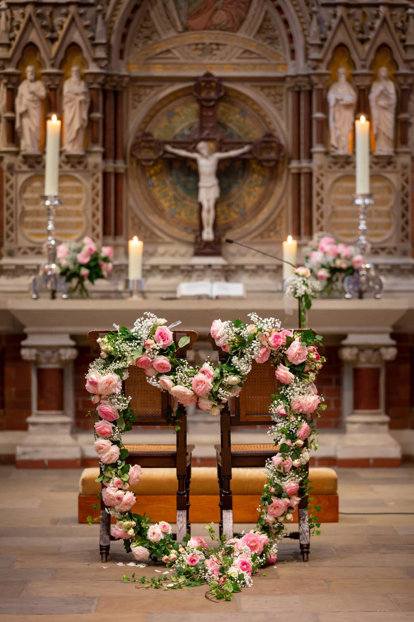 Blumenherz am Altar der St. Gertrud-Kirche in Hamburg