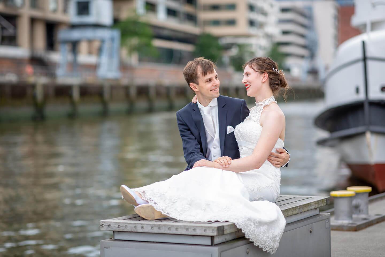 Urbane Hochzeit - Brautpaar-Shooting an den Magellan-Terrassen in Hamburg