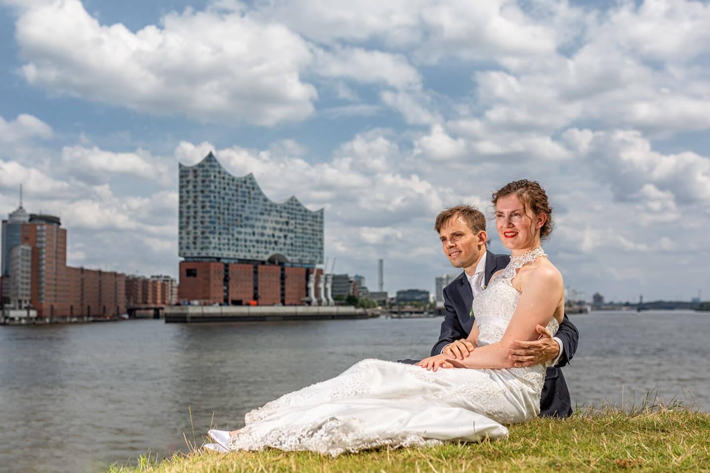 Hochzeitsfotos mit der Elbphilharmonie im Hintergrund