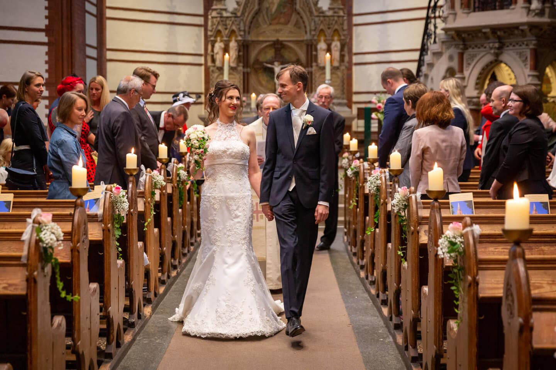 Auslauf des Brautpaares nach der Trauung
