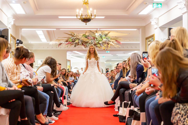 Brautkleid präsentiert auf der Laueland Inspo & Expo 2019