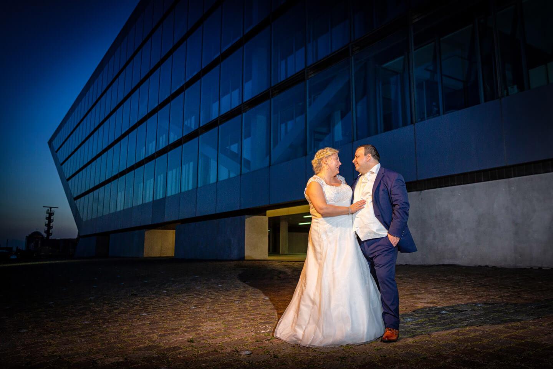 Hochzeitsfoto am Dockland bei Dämmerung (Fotograf: Florian Läufer)