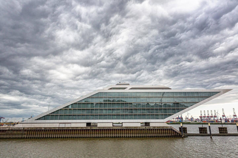 Gewitterwolken über dem Dockland