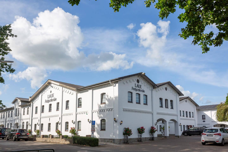 Laue Festgarderobe in Tellingstedt