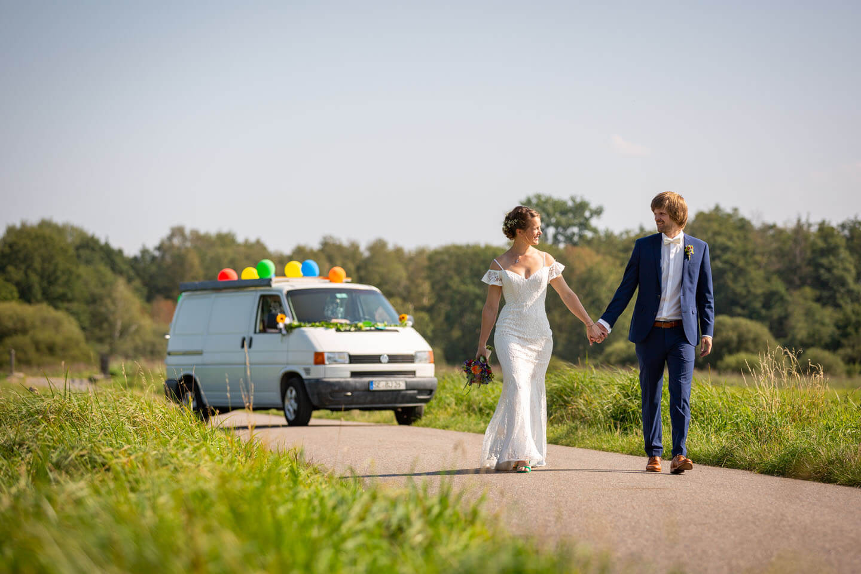 Brautpaarshooting mit VW-Bus