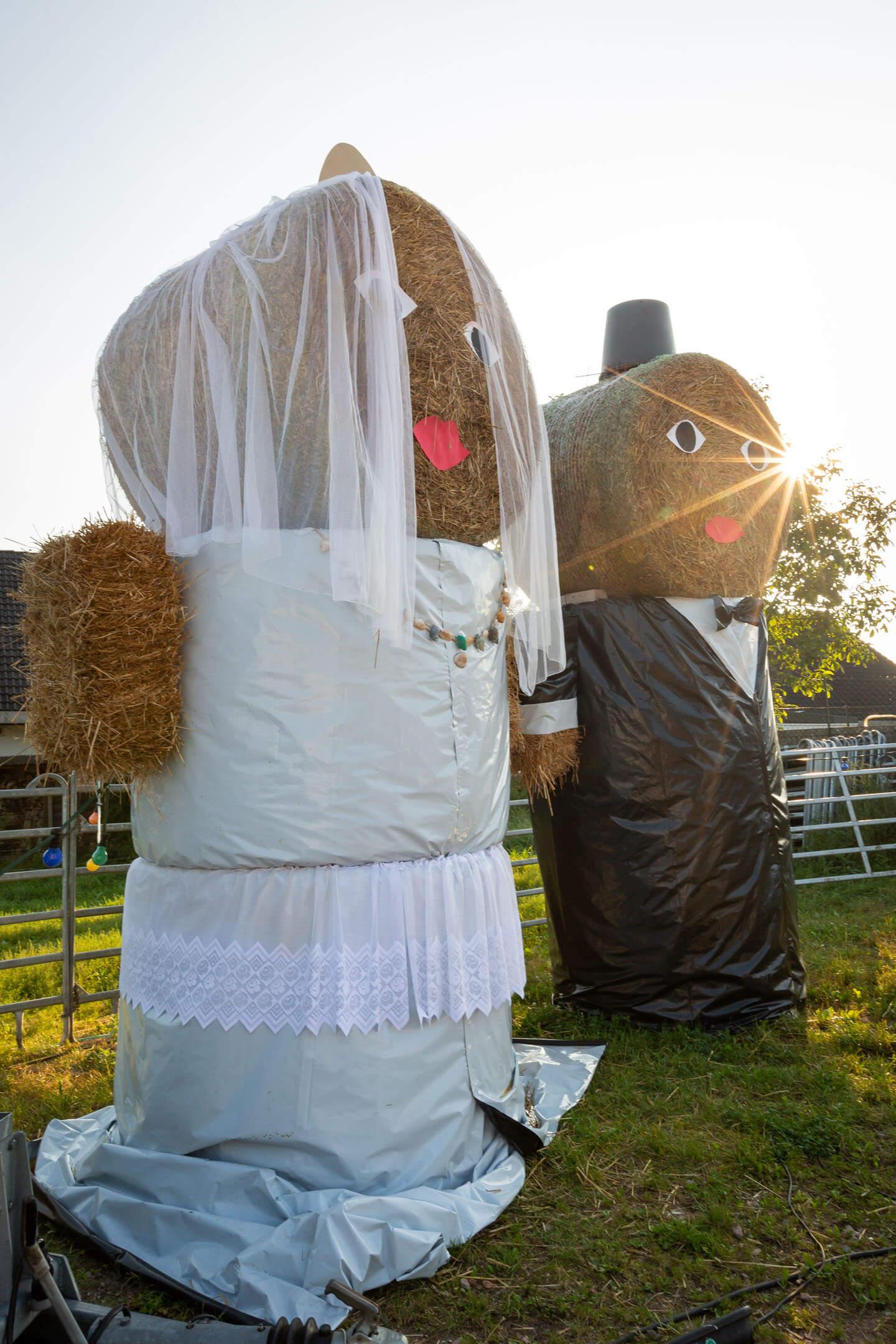 Heuballen als Hochzeitspaar für Zelthochzeit in Schleswig-Holstein