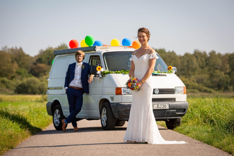 Hochzeitsfotos mit VW-Bus