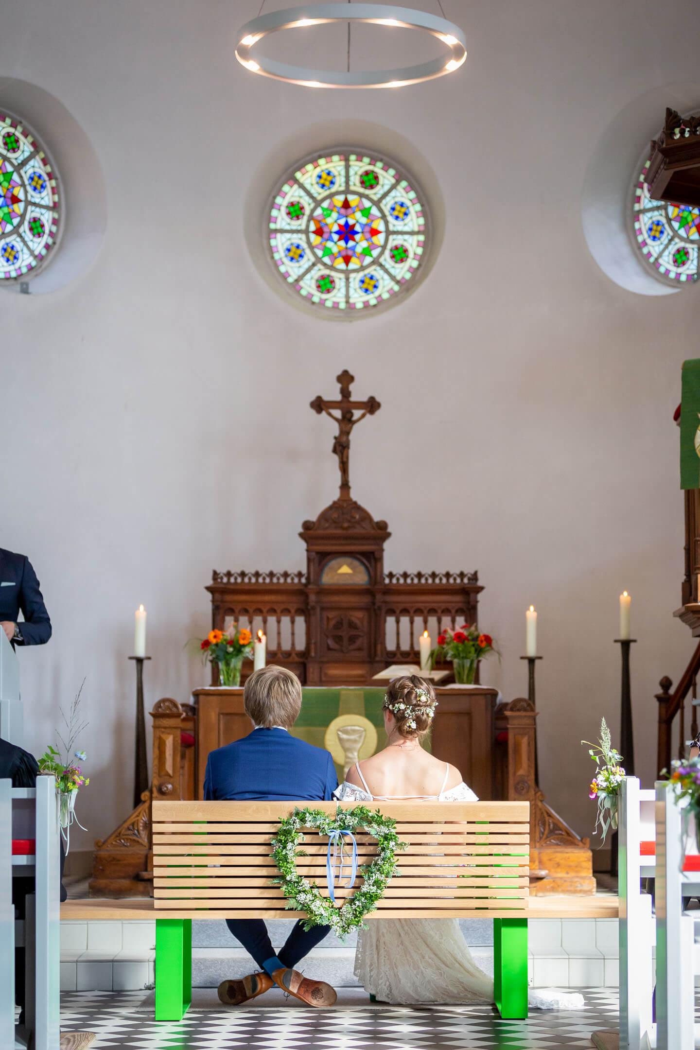 Hochzeitspaar bei ihrer Trauung in Bad Oldesloe