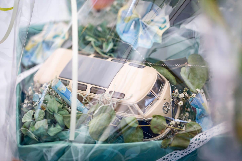 Hochzeitsgeschenk mit VW-Bus