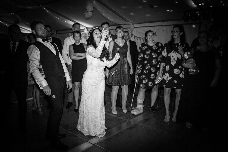 Pfeilwerfen auf einer Hochzeit