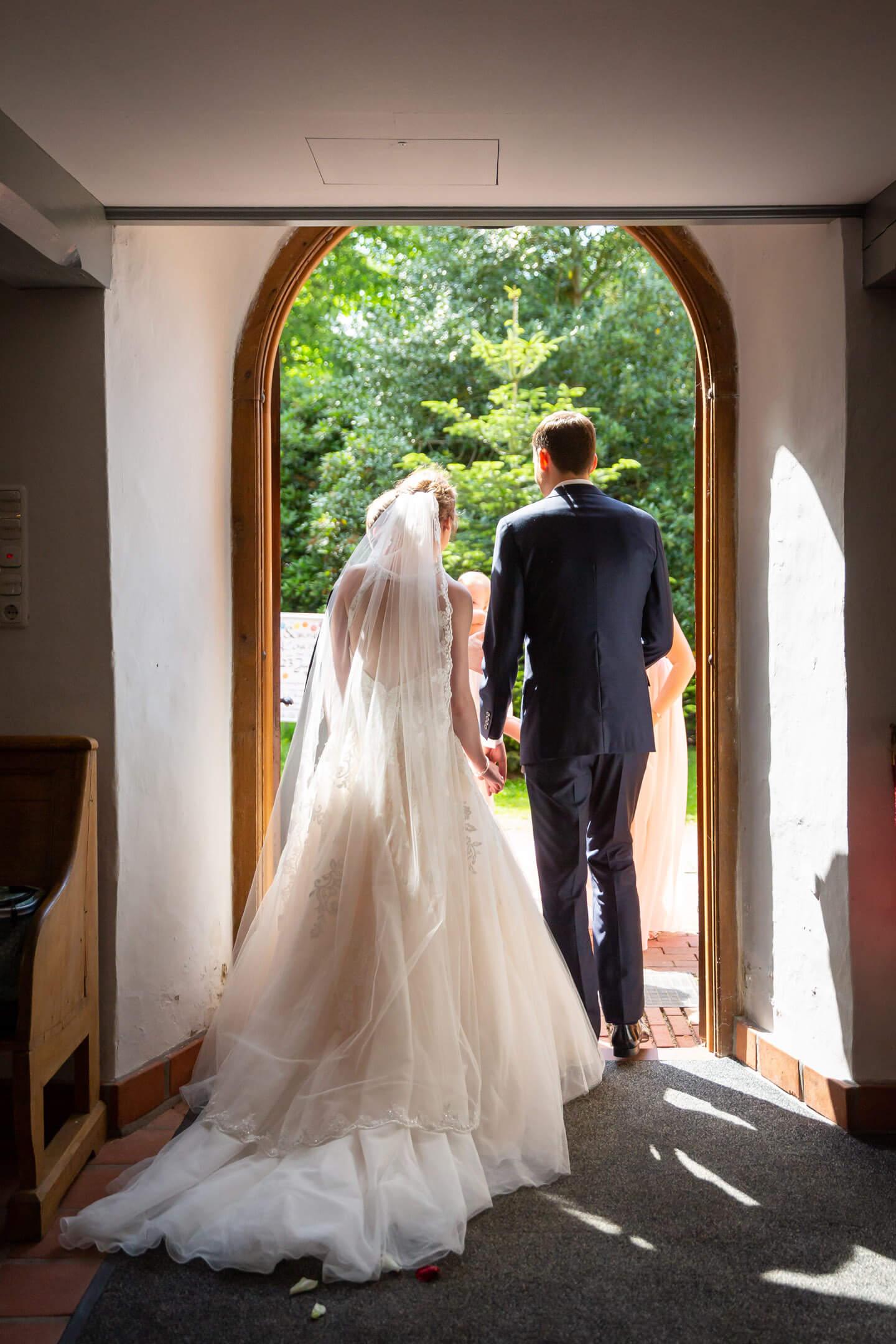 Auszug des Brautpaares aus der Kirche