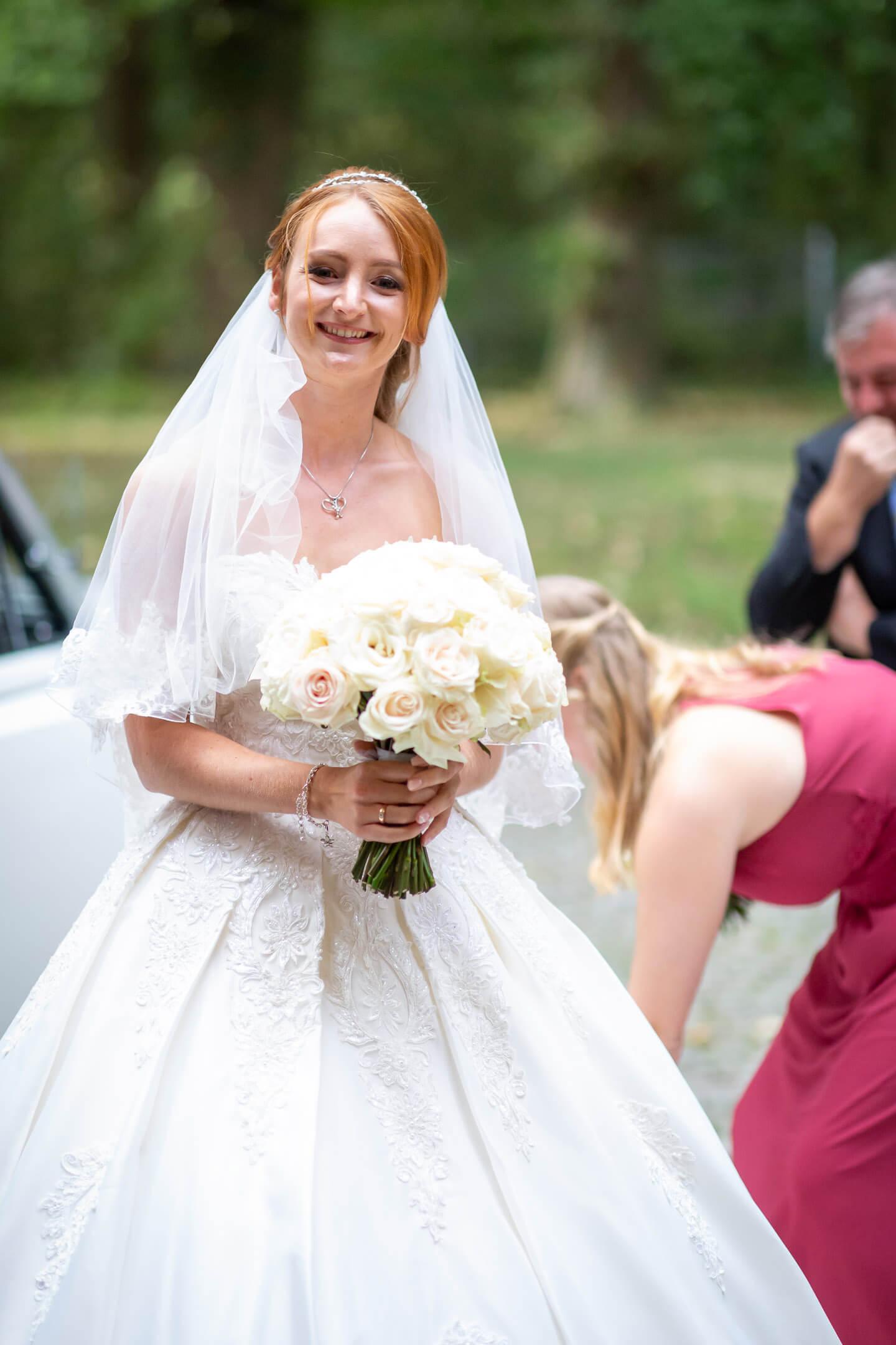 Brautstrauss mit weißen Rosen