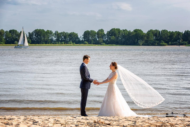 Hochzeitsfotos am Elbstrand bei Wedel