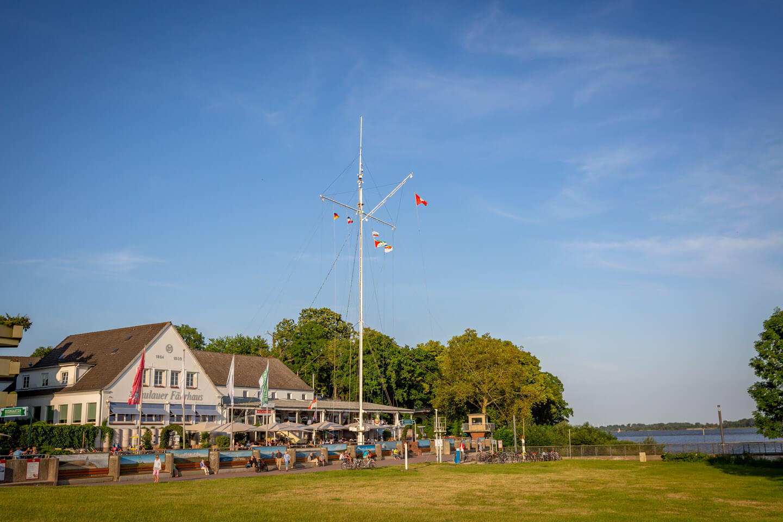Das Schulauer Fährhaus ist eine super Location für eine Hochzeit an der Elbe